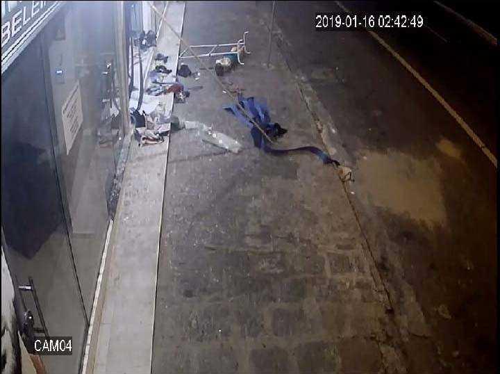 Paraíba Online • Bandidos utilizam carro em marcha à ré e arrombam loja em Campina Grande