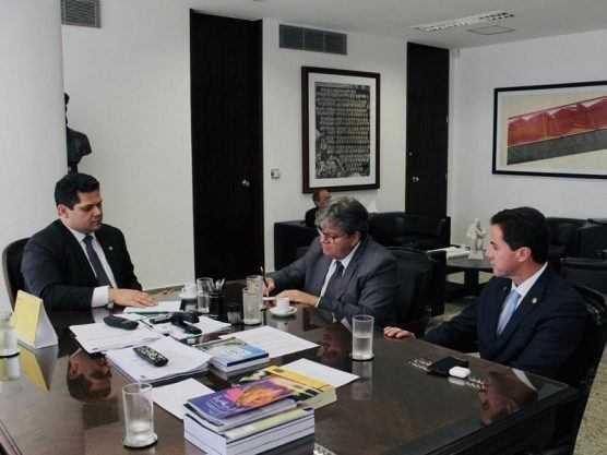 Paraíba Online • Azevêdo se reúne com presidente do Senado para acelerar tramitação de empréstimo