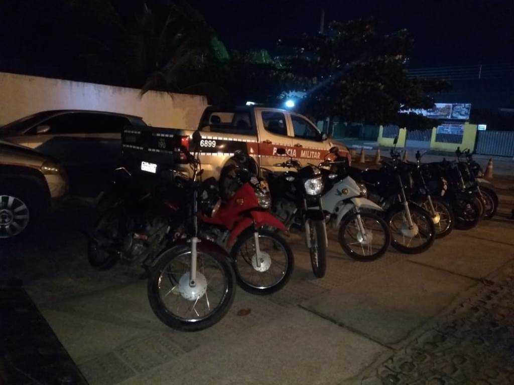 Paraíba Online • Polícia flagra placas adulteradas e interrompe 'rolezinho' de motos em Santa Rita