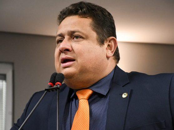 Paraíba Online • Deputado critica o PT e afirma já ter trocado informações na esfera jurídica