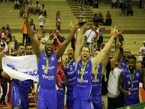 Paraíba Online • Veja a festa da chegada dos campeões da Unifacisa em Campina Grande