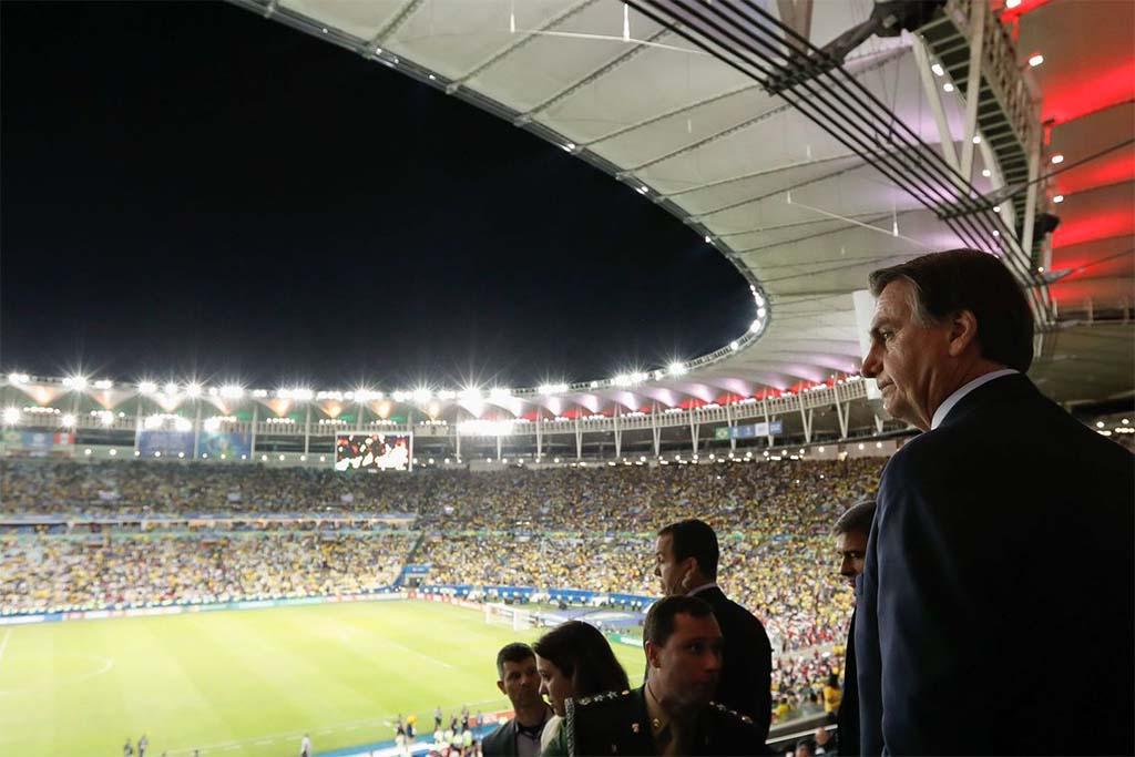 Paraíba Online • Jogadores da seleção brasileira aprovam Bolsonaro em campo no Maracanã