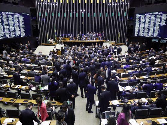 """Paraíba Online • Deputados """"desidratam"""" reforma e suavizam regra para mulheres"""