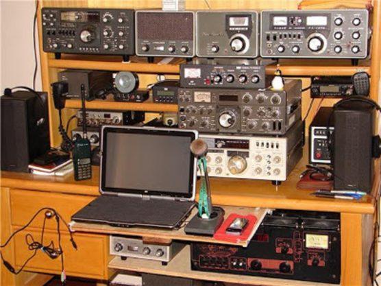 Resultado de imagem para Presidente celebra fim de taxa para radioamadores