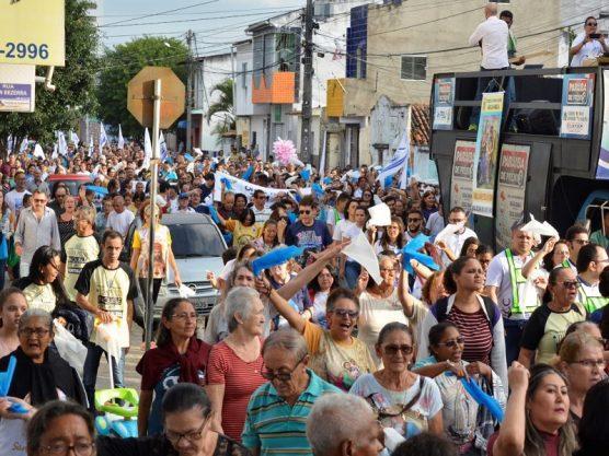 Paraíba Online • Milhares de fiéis se reúnem na 13ª Caminhada das Famílias em Missão