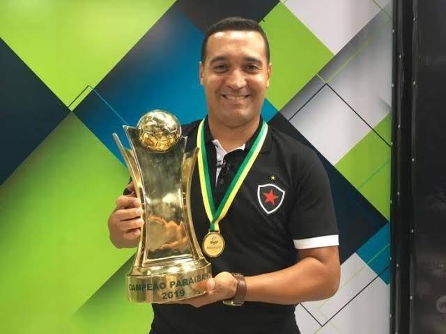 Paraíba Online • Ex-atacante entra em acordo com diretoria e deixa o Botafogo-PB
