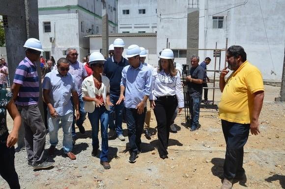 Paraíba Online • Prefeito de Campina entrega tomógrafo e vistoria obras no Hospital Pedro I