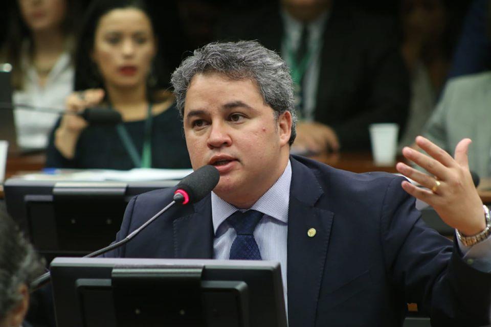 Paraíba Online • Líder do DEM afirma que tem trabalhado como bombeiro para manter Mandetta na Saúde