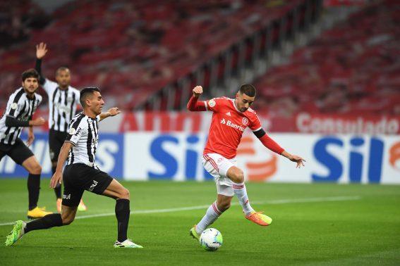 Paraíba Online • Internacional vence Atlético-MG e dorme na liderança do Brasileirão