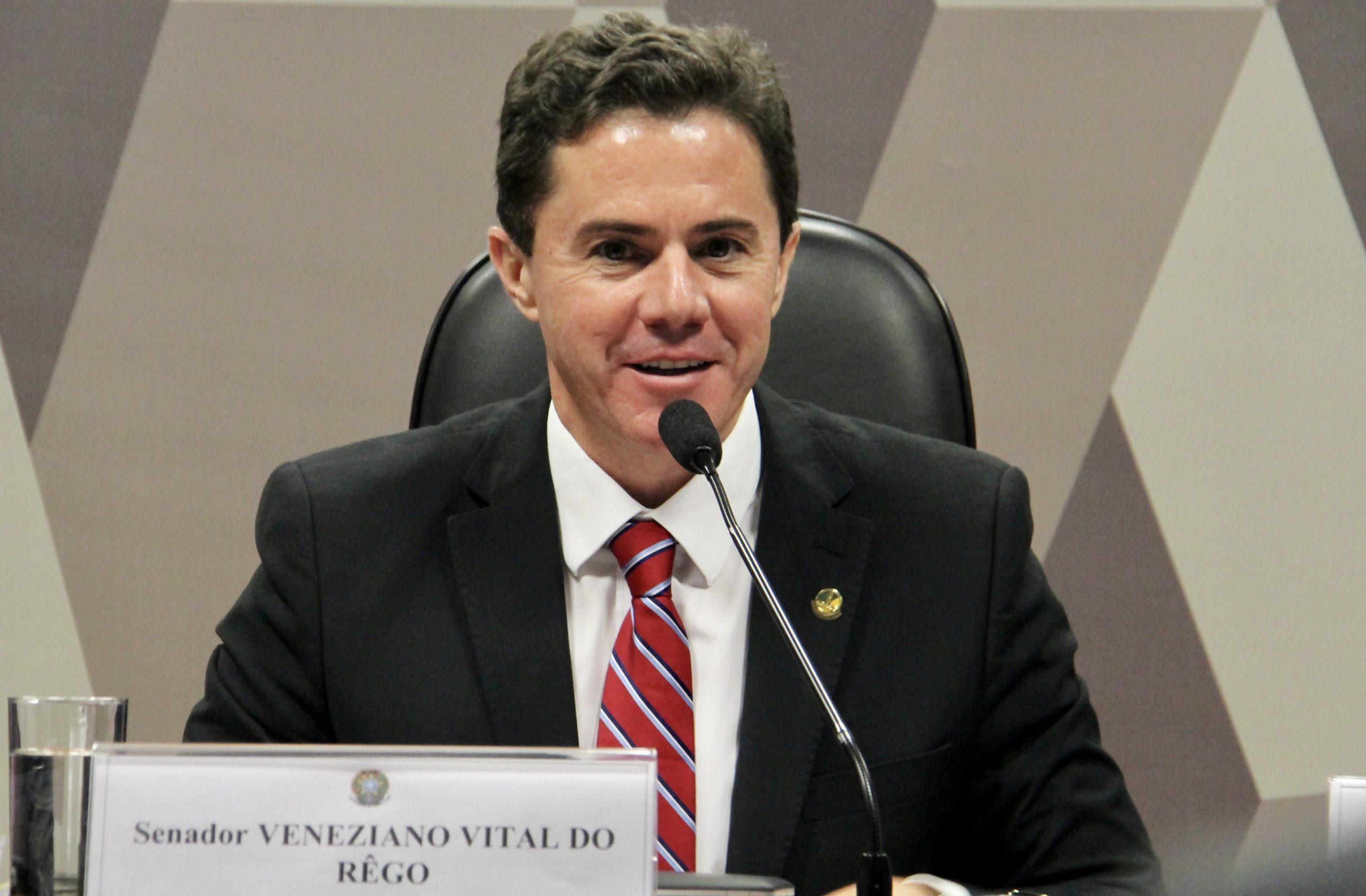 Paraíba Online • Paraibano é eleito entre os 5 senadores mais atuantes do Brasil