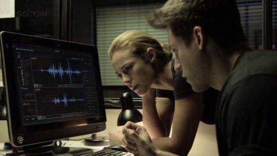 Em'A Força do Querer', Jeiza (Paolla Oliveira) reconhece voz de Rubinho (Emilio Dantas) em gravação — Foto: TV Globo