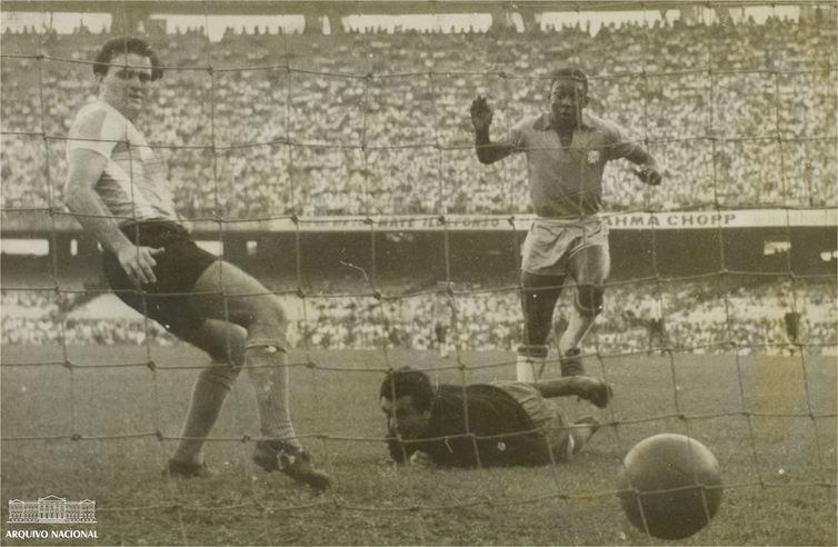 Paraíba Online • ´Rei Pelé´ supera craques atuais em média de gols oficiais
