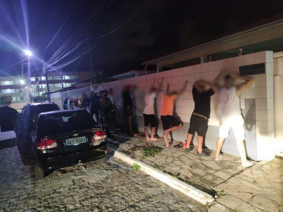 FESTA AGLOMERACAO 556x417 - Polícia encerra festa com cerca de 50 pessoas em João Pessoa
