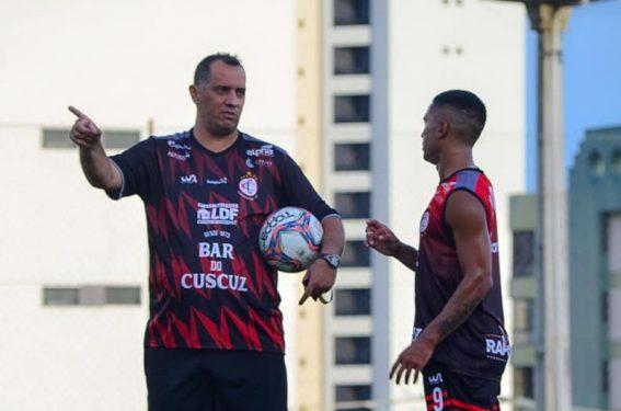 Paraíba Online • Mais um treinador não resiste e perde o emprego no Paraibano