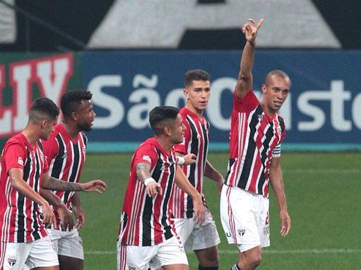 Paraíba Online • São Paulo arranca empate com o Corinthians no final do jogo